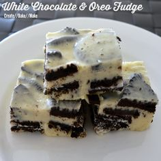 This White Chocolate and Oreo Fudge was super easy to make using a conventional method, but I couldn& resist making a batch in my thermomix too! White Chocolate Oreos, White Chocolate Recipes, Chocolate Fudge Cake, Best Chocolate, Vegetarian Chocolate, Delicious Fudge Recipe, Fudge Recipes, Cheesecake Recipes, Dessert Recipes