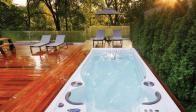 Remplacer une piscine par un spa de nage