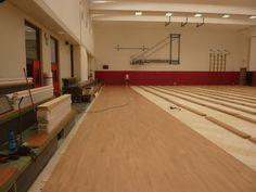 Fasi di installazione del nuovo parquet sportivo posato da Dalla Riva Sportfloors a Gordona