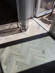 Een zeer mooie pvc vloer die zeer mooi bij de grijstinten uitkomt. De gwf056 van Green floor.