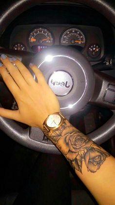 Cute Flower Wrist Tattoo The Post Cute Flower Wrist Tattoos - Fashion Magazine Sternum Tattoo, Forearm Tattoos, Body Art Tattoos, Wrap Around Wrist Tattoos, Flower Wrist Tattoos, Tattoo Arm Frau, Ankle Tattoo Small, Wrist Tattoos For Women, Floral Tattoo Design