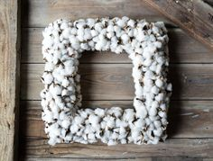 This perfectly crafted faux cotton square wreath brings a rustic and natural aspect to any décor. This wreath radiates a simple farmhouse charm, whether displayed on its own or paired with our other cotton sprays and garlands. Artificial Boxwood Wreath, Artificial Christmas Wreaths, Cotton Wreath, Fabric Wreath, Rustic Decor, Farmhouse Decor, Modern Farmhouse, Country Decor, Country Style