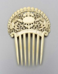 French ivory wedding comb, 1881. Courtesy of the Museum of Fine Arts, Boston.