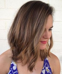 Best Medium Haircuts for Women in Their 20s and 30s