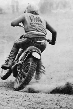 Probably a Montesa Capra, a motor cross from the Good times of Spanish, Montesa and Bultaco rivalry Enduro Vintage, Vintage Motocross, Vintage Bikes, Vintage Motorcycles, Vintage Racing, Style Cafe Racer, Bike Style, Motocross Bikes, Bmx