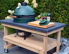 Table with concrete top + Big Green Egg Large – Experience Green Egg, the Big Green … - Modern Big Green Egg Outdoor Kitchen, Green Egg Bbq, Outdoor Kitchen Patio, Casa Patio, Green Eggs, Outdoor Countertop, Big Green Egg Large, Grill Table, Grill Cart