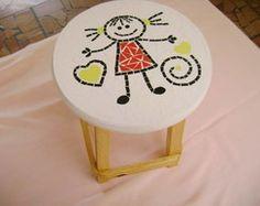 Banquinho Infantil com tampo em mosaico