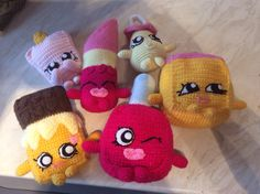 Mini shopkin gang Crochet Food, Love Crochet, Crochet Gifts, Crochet For Kids, Crochet Dolls, Crochet Baby, Knit Crochet, Yarn Projects, Knitting Projects