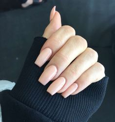 Kylie Jenner is a nail idol. If you want to learn Kylie Jenner's nails, nail shapes, nail designs and nail colors, this guide is definitely for you. Peach Colored Nails, Peach Acrylic Nails, Peach Nails, Sinful Nail Polish, Nail Polish Colors, Peach Nail Polish, Gel Polish, Sparkle Nails, Glam Nails