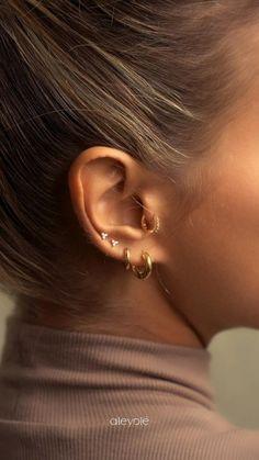 Pretty Ear Piercings, Ear Peircings, Types Of Ear Piercings, Daith Piercing, Gold Bridal Earrings, Golden Earrings, Bridesmaid Earrings, Ear Jewelry, Photo Jewelry