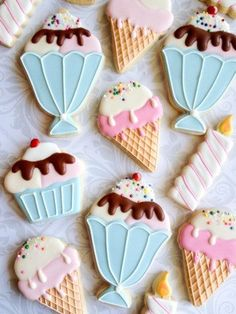 Ice cream cone & Sundae birthday cookies with sprinkles - One Dozen Decorated Sugar Cookies - Perfect for sweet tables or favors Ice Cream Cookies, Iced Cookies, Cute Cookies, Cupcake Cookies, Ice Cream Party, Cookie Frosting, Royal Icing Cookies, Iced Biscuits, Summer Cookies