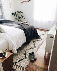 Here we showcase a a collection of perfectly minimal interior design examples for you to use as inspiration. Check out the previous post in the series: 22 Examples Of Minimal Interior Design Home Bedroom, Bedroom Decor, Wall Decor, Master Bedroom, Bedroom Ideas, Bedroom Rugs, Bedroom Interiors, Bedroom Simple, Dream Bedroom