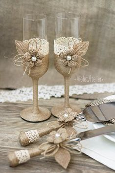 Rustic wedding toasting flutes and cake cutting set with burlap flowers, twine and crochet lace. Add a beautiful touch to any outdoor wedding, country western wedding, barn wedding, rustic style wedding. Suitable as a wedding gift as well. This set contains: - 2 champagne toasting