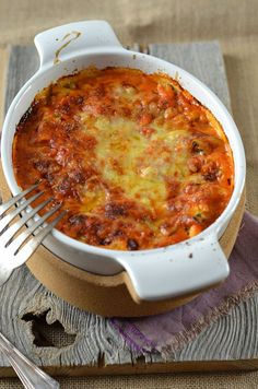 Lasagnes ricotta, courgette et coulis tomate Ricotta-Lasagne, Zucchini und Tomatencoulis Veggie Recipes, Crockpot Recipes, Vegetarian Recipes, Cooking Recipes, Healthy Recipes, Soup Recipes, Food Porn, Salty Foods, Risotto