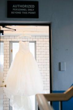 【基礎知識】ウエディングドレスの種類とブランドを徹底研究!今、知りたいドレス事情 Parfait, One Shoulder Wedding Dress, Wedding Dresses, Tokyo, Fashion, Bride Dresses, Moda, Bridal Gowns, Fashion Styles