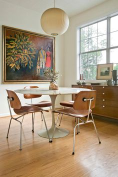 I can't make up my mind what I like better about this apartment. The stellar midcentury furnitu...