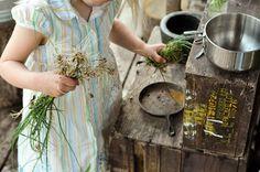 outdoor mudpie kitchen for kids