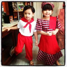 Filipiniana: I remember when I was little my school would have dance recital & traditional costumes like these. Filipiniana Wedding, Filipiniana Dress, Office Outfits, Girl Outfits, Cultural Crafts, Philippines Culture, Filipino Culture, Fiesta Theme Party, Thinking Day