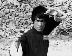 Actor Bruce Lee on the set of the movie 'Enter the Dragon', Get premium, high resolution news photos at Getty Images Bruce Lee Photos, Karate Tournaments, Bruce Lee Movies, Best Martial Arts, Dc Comics Superheroes, Marvel Comics, Enter The Dragon, Martial Artist, Columbia Pictures