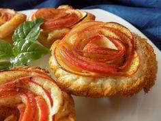 Z plátků chleba vykrojíme kolečko přiměřeně do muffinové formy. Jablko rozkrojíme na půl. Vyřízneme jádřinec a nakrájíme na hodně tenké plátky....