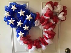 Patriotic Mickey Mouse wreath Mickey Mouse Wreath, Mickey Mouse Crafts, Disney Diy Crafts, Disney Home Decor, Adult Crafts, Holiday Wreaths, Holiday Crafts, Holiday Ideas, Diy Wreath