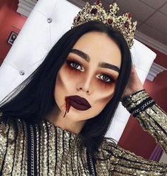 Here are the best Halloween make-up . Hier sind die besten Halloween-Make-up-Looks, die Sie heute kopieren können Happy Halloween! Here are the best Halloween make-up looks that you can copy today - Creepy Halloween Makeup, Fröhliches Halloween, Halloween Inspo, Simple Halloween Makeup, Scary Makeup, Demon Halloween Costume, Halloween Dress Up Ideas, Sexy Vampire Costume, Halloween Costumes Women Creative