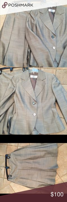 Max Mara pleated skirt and Jacket The top is a 6 and the skirt is 4 . 28% viscoa 28% silk 24% linen 19% acetate. Perfect Condition MaxMara Other