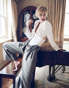 InStyle Australia May 2017 Model: Elizabeth Debicki (Check her out in The Night Manager!) Photography: Simon Lekias Styling: Lill Jenner Hair: Renya Xydis Make-Up: Kellie Stratton Manicure: Bernadette Leva Check out Li Gong for L'Officiel China here Bikini Pictures, Bikini Photos, Requiem For A Dream, Elizabeth Debicki, Instyle Magazine, The Best Films, Hot Actresses, Beautiful Actresses, Editorial Fashion