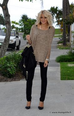 Black Skinny Jeans & Neutral top with minimal accessory
