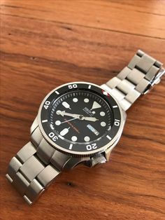 Another great SKX mod. Adds another layer of quality and style over the standard SKX007. Murphy coin edge bezel with DLW Submariner ceramic insert and Strapcode super oyster bracelet. #murphyengineering #DLW watches #strapcode #skx007 #seiko #seikoskx007