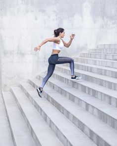 A health and fitness program unlike any other. Get a totally new workout and meal plan every work day when you join the QUEENTEAM. Running Inspiration, Fitness Inspiration, Running Photos, Alexia Clark, Estilo Fitness, Fitness Photoshoot, Workout Aesthetic, Yoga Poses For Beginners, Fitness Photography