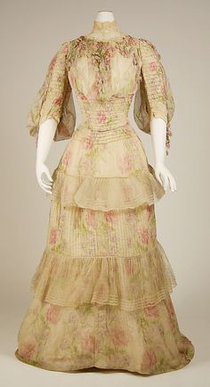 Dress Date: 1902–3 Culture: French Medium: silk Dimensions: [no dimensions available] Credit Line: Gift of Mrs. M. Julia Mullaney, 1942 Accession Number: C.I.42.161.2a, b http://www.metmuseum.org/