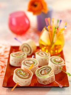 Pfannkuchen mit Lachsfüllung | Zeit: 30 Min. | http://eatsmarter.de/rezepte/pfannkuchen-mit-lachsfuellung