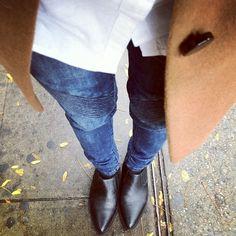 .Note: Tan coat and black boots still look good