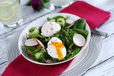 3 frankó recept buggyantott tojással | Street Kitchen Caprese Salad, Kitchen, Recipes, Street, Food, Cake, Cooking, Kitchens, Recipies