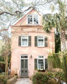 What I wouldn't do for a skinny peach stucco like this one. Also even when it's appropriate this emoji makes me giggle Exterior Paint Colors For House, Paint Colors For Home, Exterior Colors, Stucco Exterior, Stucco Homes, House Shutters, Home Building Design, Charleston Homes, House Front Door