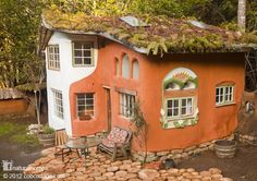 This is one of the beautiful cob homes built by Ianto Evans in Oregon, USA. You…