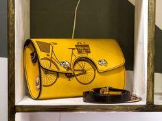 Cu bicicleta prin oraş / Accesorii din piele - igloo.ro Saddle Bags, Bike, How To Make, Bicycle, Bicycles