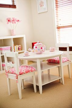 Perfect little table and chairs