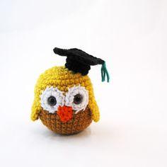 graduation owl - free crochet pattern