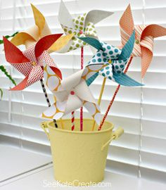 Ideas Diy Paper Pinwheels How To Make Crafts To Make, Fun Crafts, Arts And Crafts, How To Make Pinwheels, Diy For Kids, Crafts For Kids, Diy Paper, Paper Crafts, Origami