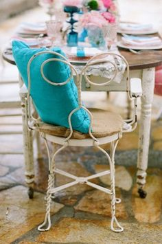 Love the vintage rustic look with the pop of color~perfect for the sun room