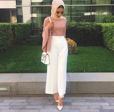 Every woman needs a pair of white wide leg pants for the summer #summeressentials #TAHIRA