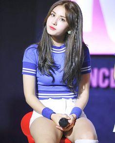 Jeon Somi Kpop Hair, Jeon Somi, Ioi, Kpop Girls, Singer, Actors, Hair Styles, Fashion, Hair Plait Styles
