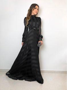 Modest Fashion, Hijab Fashion, Fashion Dresses, Elegant Dresses, Formal Dresses, Prom Dresses, Striped Dress, Dress Skirt, Ideias Fashion