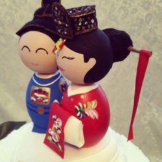 traditional-korean-wedding-cake-toppers--UDU2Ny02MDg0NS4xNzYxMjg=.jpg (567×567)