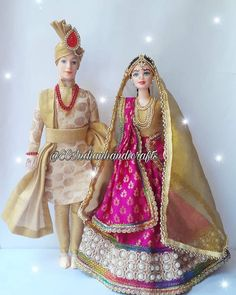 North Indian bride and groom Baby Doll Clothes, Doll Clothes Patterns, Clothing Patterns, Diy Clothes, Indian Wedding Couple, Indian Bride And Groom, Barbie Sets, Wedding Doll, Indian Dolls