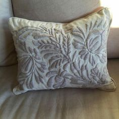 Bordado mexicano Cushion Embroidery, Embroidery Needles, Embroidery Patterns, Hand Embroidery, Machine Embroidery, Mexican Embroidery, Beaded Cross Stitch, Wool Applique, Beautiful Crochet