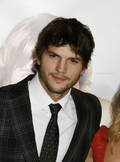 Ashton Kutcher officially divorce Demi Moore so he can get married with Mila Kunis