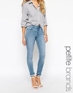 Skinny jeans by Noisy May Cotton-blend denim Light wash Zip fly Five pocket styling Whisker detail to thigh Fading through leg Skinny fit- cut closely to the body Machine wash 66% Cotton, 32% Polyester, 2% Elastane Our model wears a UK S/EU S/US XS